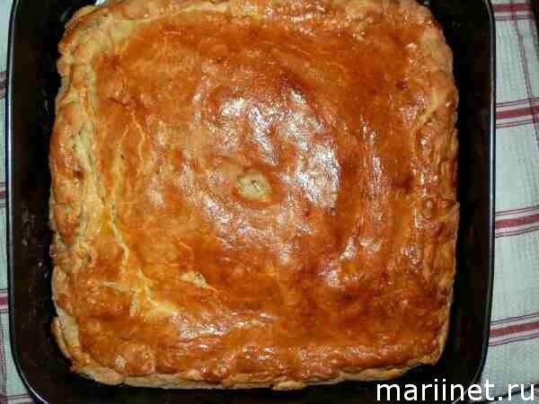 Рецепт курника с картошкой и курицей и грибами из слоеного теста